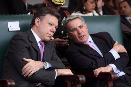 Uribe rechaza el diálogo ofrecido por Santos para sumarse a la paz