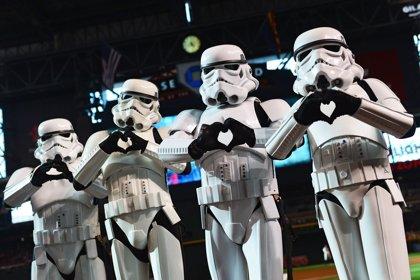 Baile de Stormtroopers para celebrar el fin del rodaje de Star Wars 8 (VIDEO)