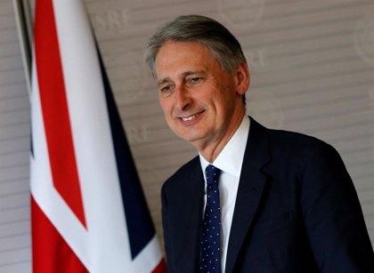 Theresa May designa a Philip Hammond como nuevo ministro de Finanzas de Reino Unido