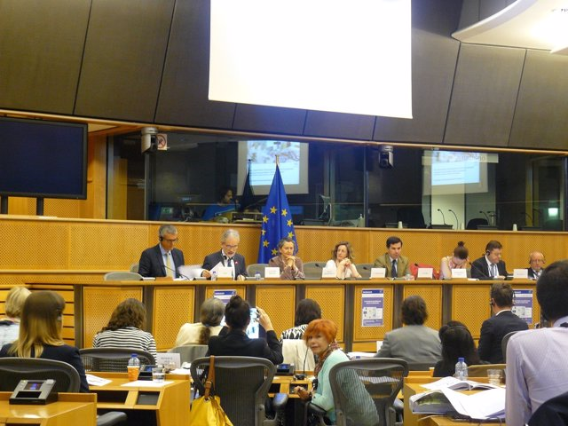 Alonso expone en Bruselas medidas para un uso racional del medicamento