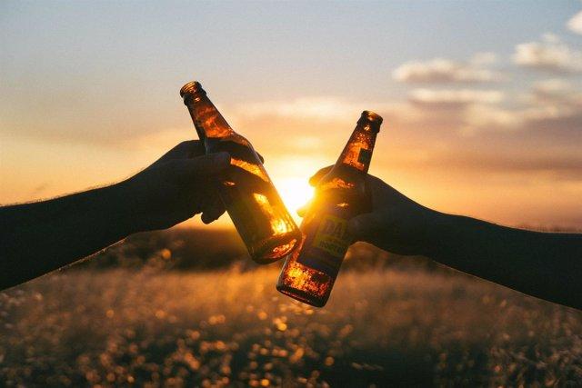 Brindis, alcohol, cerveza