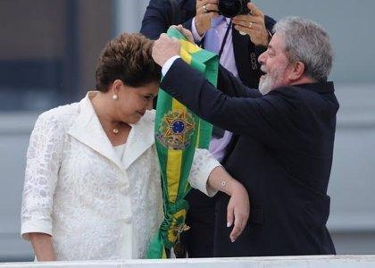 """Lula pide que se presione a los senadores """"todo el santo día"""" para que vuelva Rousseff"""