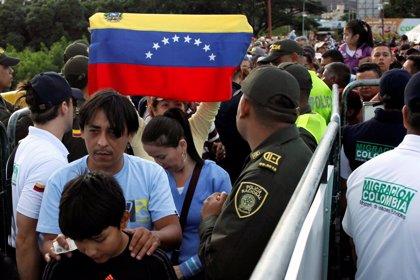 Casi 100.000 venezolanos cruzan la frontera con Colombia para comprar durante el domingo
