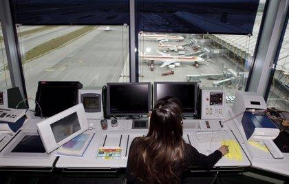 Los controladores alertan de sobrecarga y falta de personal para atender el tráfico aéreo