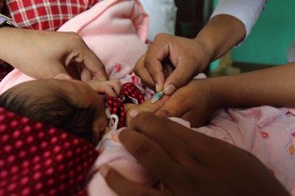 El 86% de los niños de todo el mundo recibió en 2015 las tres dosis necesarias contra la difteria, tétanos y tos ferina