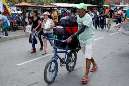 Más de 120.000 venezolanos cruzaron a Colombia el fin de semana en busca de comida y medicinas