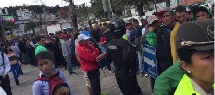 Largas colas en Quito para comprar una entrada para la final de Copa Libertadores de América