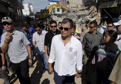 Correa comprueba las tareas de reconstrucción en Manabí tres meses después del terremoto
