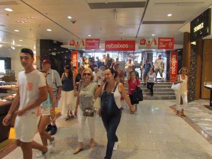 La afluencia a centros comerciales creció un 3,2% en el primer fin de semana de rebajas