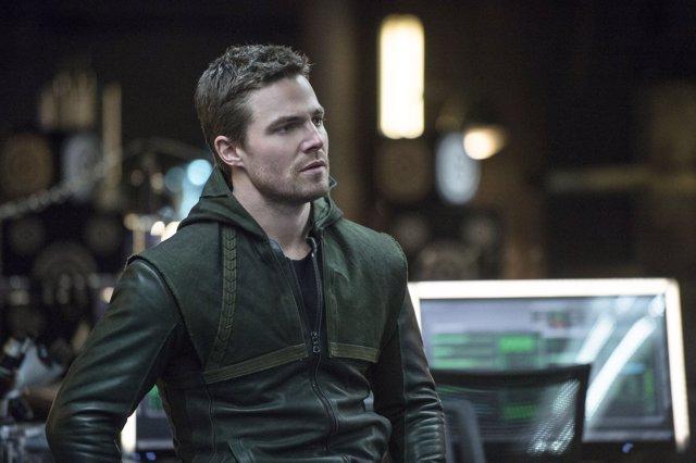Stephen Amell es Oliver Queen en Arrow