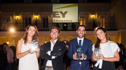 EY premia con un contrato fijo el mejor trabajado sobre derecho fiscal de España