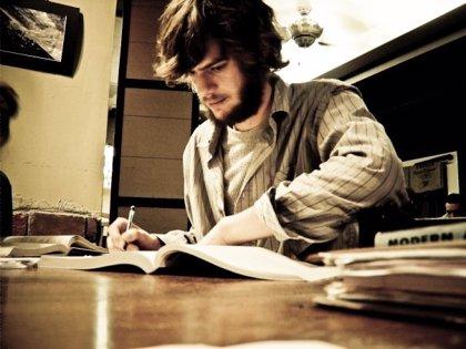 El 76,7% de los españoles con estudios universitarios tienen empleo