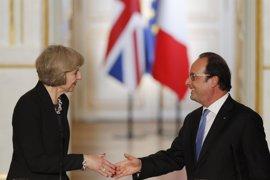 """Hollande insiste a May en que """"cuanto antes"""" empiecen las negociaciones para el 'Brexit' """"mejor"""""""