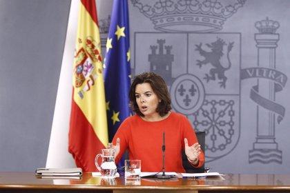 Sáenz de Santamaría avisa de que prorrogar los PGE implicaría congelar pensiones y sueldos públicos