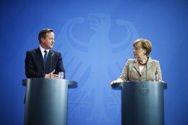 Cameron intentó negociar con Merkel 'in extremis' límites a la libertad de movimientos