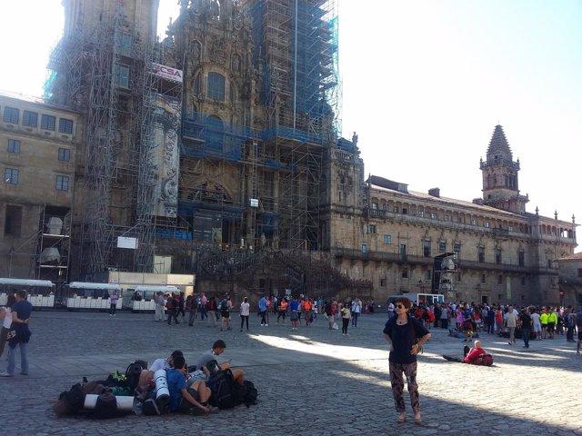 La Praza do Obradoiro acoge a cientos de peregrinos en la víspera del Apóstol