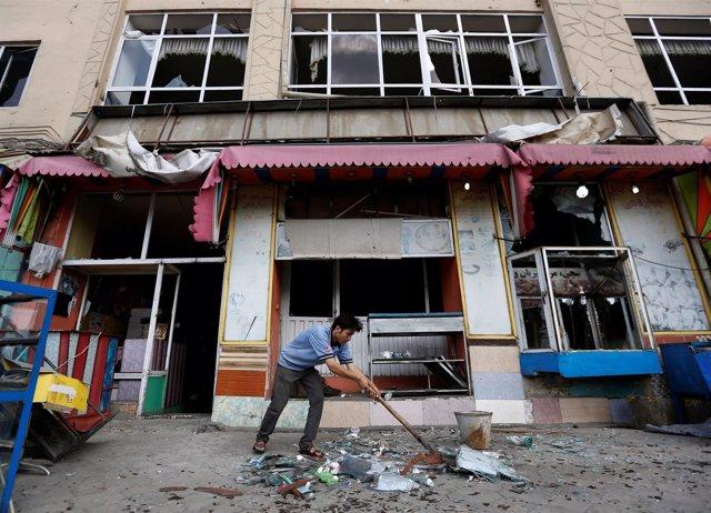 Limpieza tras un atentado en Kabul