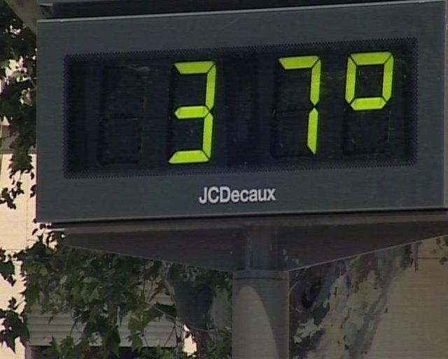 Termómetro marcando altas temperaturas