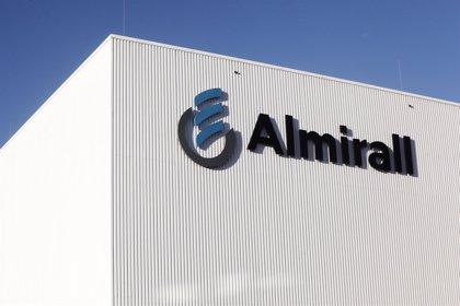 Almirall eleva un 36,9% su beneficio en el primer semestre, hasta 80,5 millones