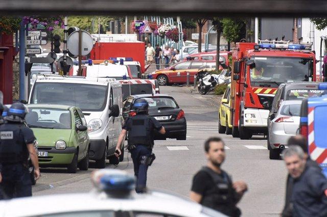 El secuestro en una iglesia de Francia se salda con un rehén muerto y los autore