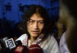 La activista india Irom Sharmila abandonará su huelga de hambre para competir en los comicios locales