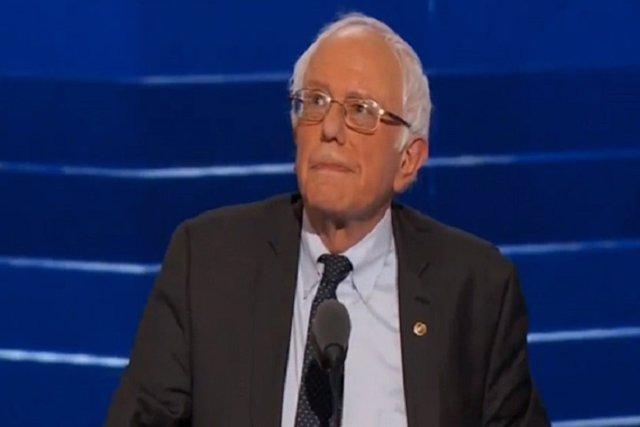 Sanders zanja la polémica y pide el voto para Clinton