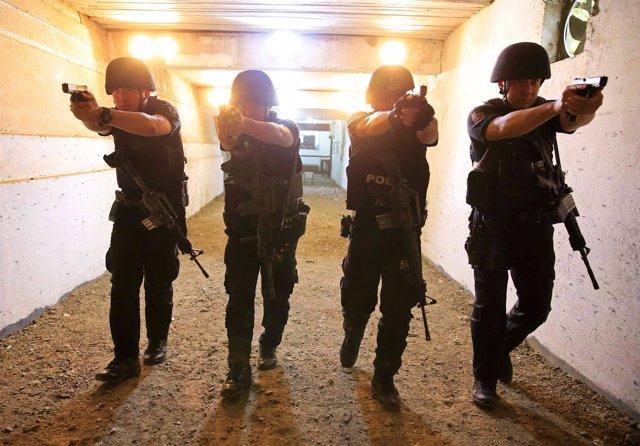 Agentes de la Policía Nacional de Filipinas