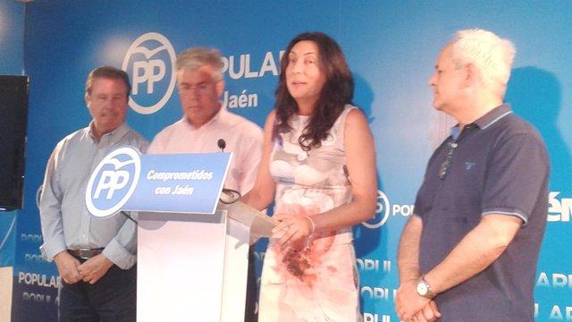 La secretaria general del PP-A, Loles López, en la rueda de prensa