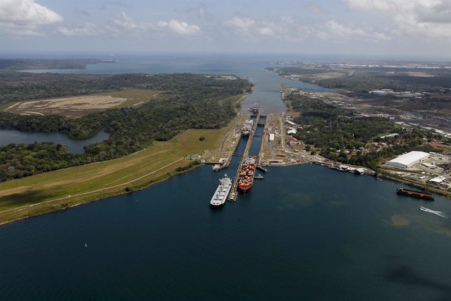 Se conmemora la primera travesía de prueba en el Canal de Panamá