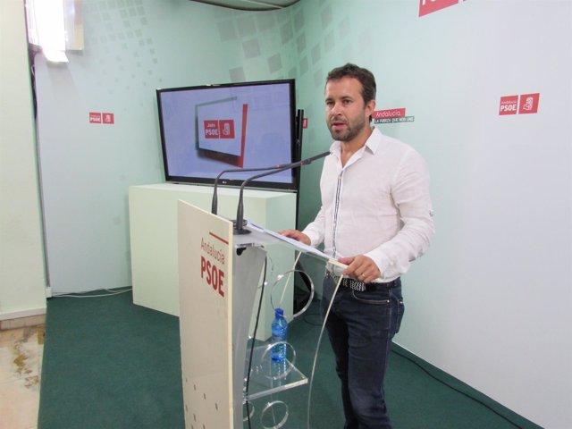 Julio Millán durante la rueda de prensa