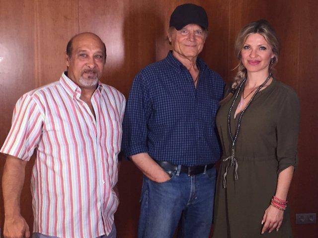 Hill junto a Juan Manuel Torres y Raquel Martínez