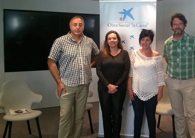 Ana Díez Fontana junto a los representantes de las entidades sociales
