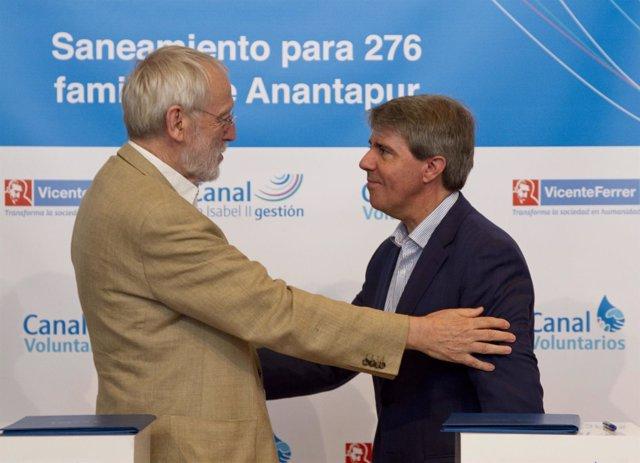 Garrido y el director de la Fundación Vicente Ferrer
