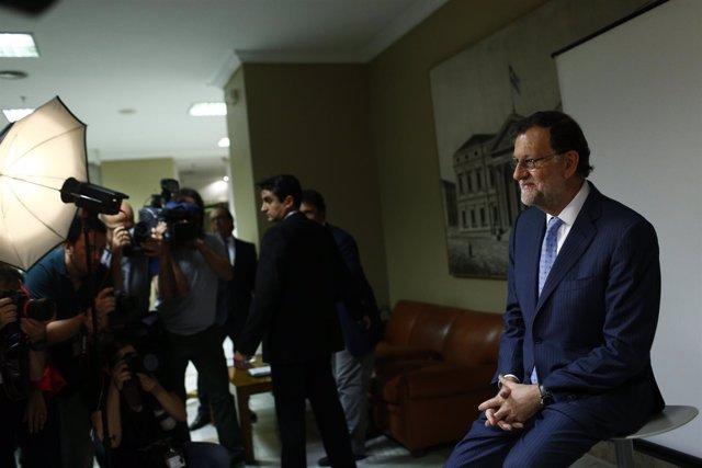 Mariano Rajoy acude al Congreso a recoger su credencial