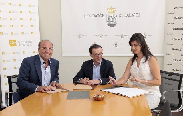 Firma de acuerdo entre la Diputación de Badajoz con Liberbank