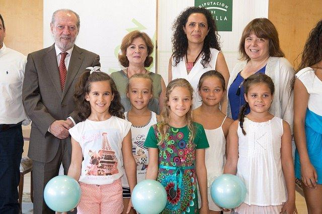 Villalobos recibe a las campeonas de gimnasia rítmica de Andalucía