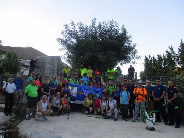 Los senderistas han realizado una ruta al atardecer en Cóbdar.