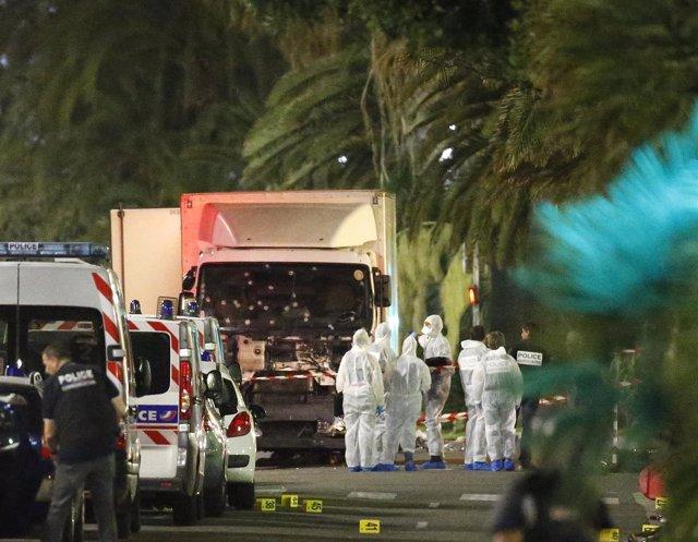 Camión utilizado por Bouhlel para atropellar a cientos de personas en Niza