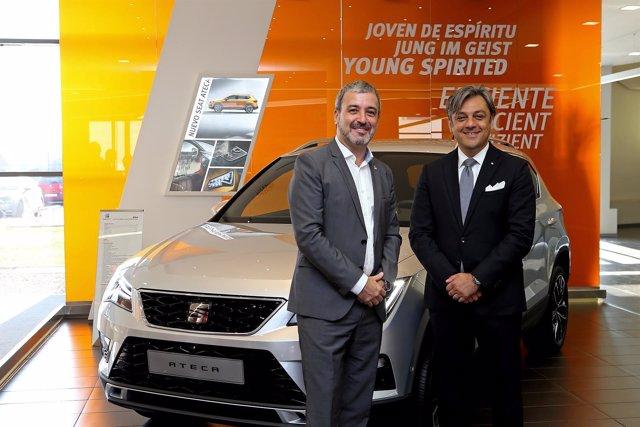 El teniente de alcalde de Barcelona J.Collboni y el presidente de Seat L.De Meo
