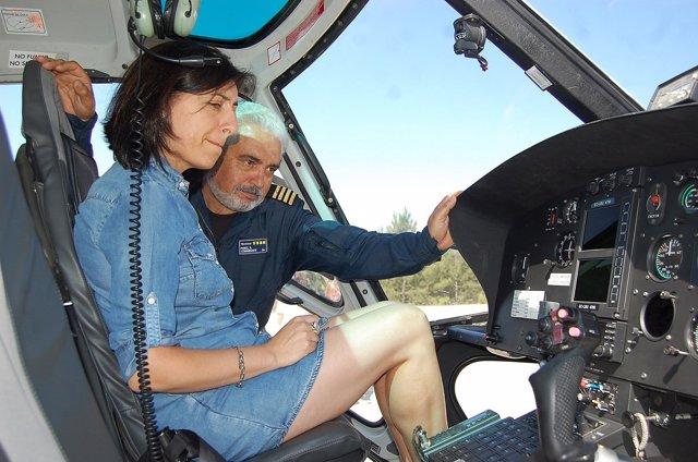 Ángeles Vázquez en base de helicópteros de Vilamaior (Verín).