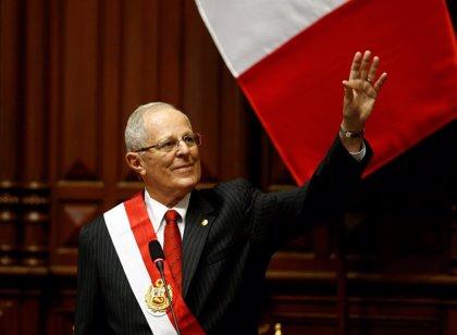 AMPL.- Perú.- Kuczynski toma posesión como presidente de Perú