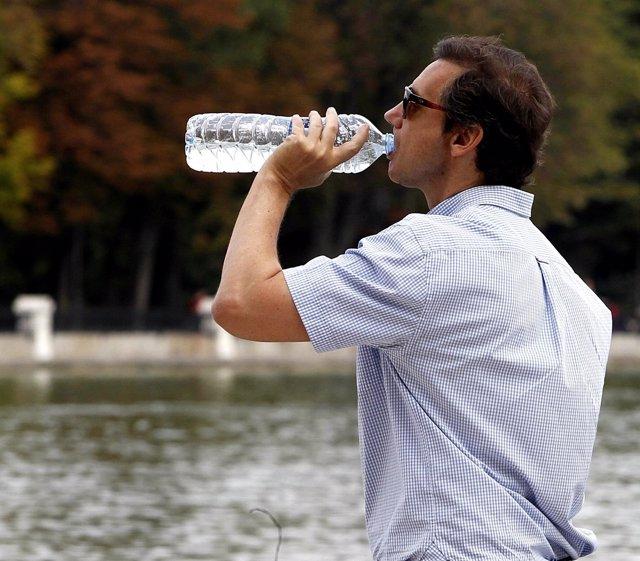 Sol, calor, temperaturas, buen tiempo, bebiendo agua, refrescarse