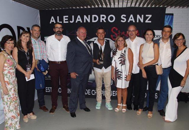 Reconocimiento a Alejandro Sanz en Cádiz