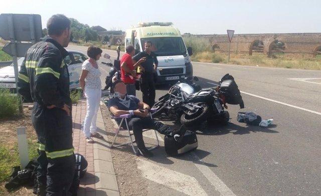 Los dos ocupantes de la moto han sido evacuados a un centro hospitalario.