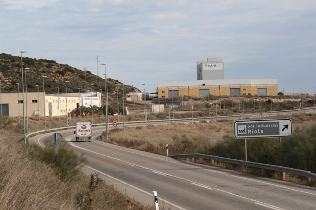 Acceso al polígono industrial de Riols, en Mequinenza