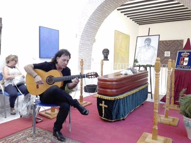 Capilla ardiente del cantaor José Menese, en La Puebla de Cazalla