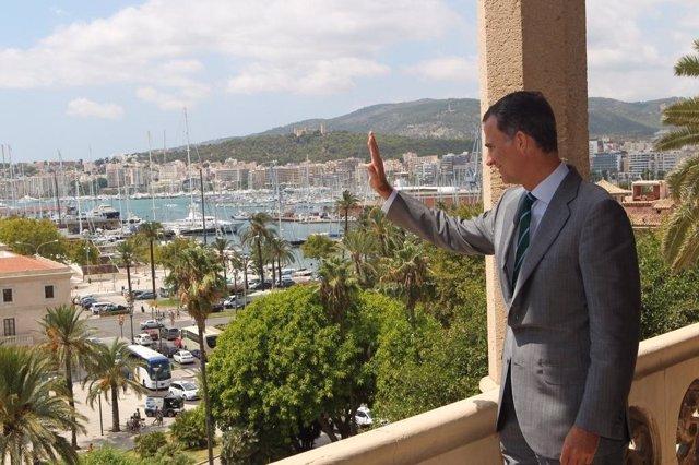 El Rey Felipe VI, desde el Pa,lacio de la Almudaina