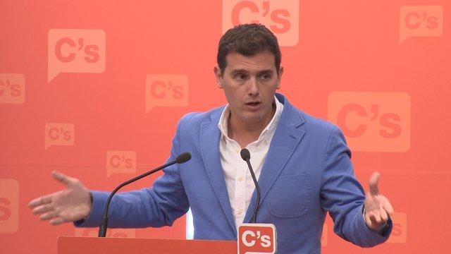Rivera presiona a Sánchez para que se abstenga