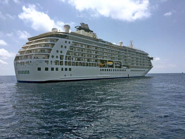 El barco The World