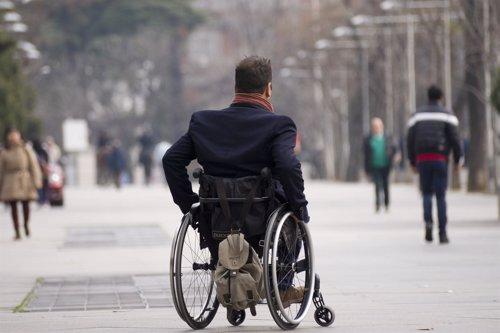 Hombre silla de ruedas, discapacidad